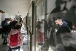 Гости вКыргызском национальном музее изобразительных искусств имени Гапара Айтиева. Архивное фото