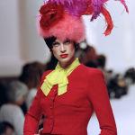 Кристен Макменами на показе в Париже, 1994 год