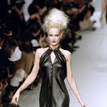 Карен Мюлдер представляет коллекцию модного дома Karl Lagerfeld в Париже, 1995 год