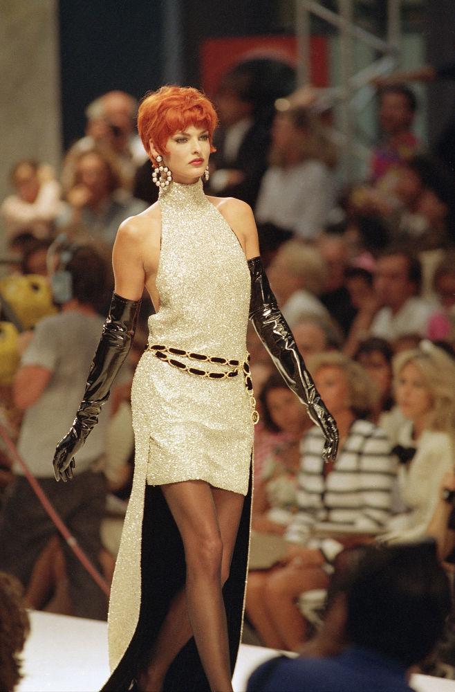 Линда Евангелиста на показе коллекции Лагерфельда во французской столице, 1991 год
