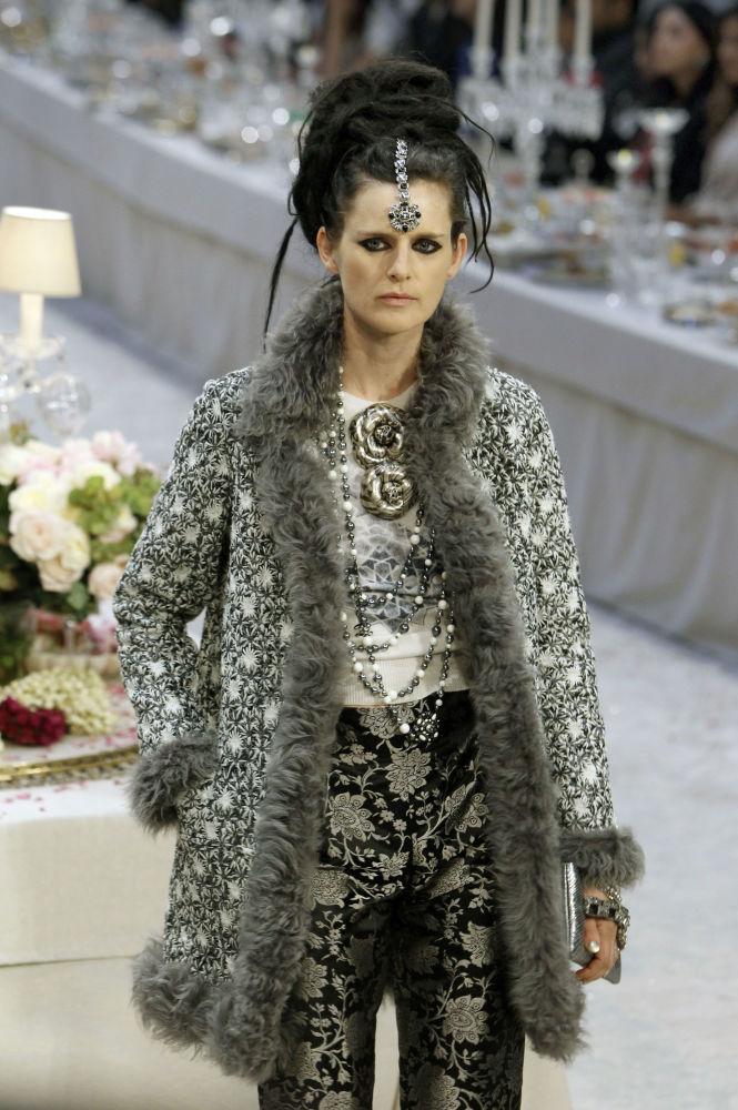 Стелла Теннант представляет коллекцию Карла Лагерфельда в Париже, 2011 год