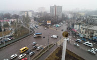 Автомобильное движение на перекрестке улиц Чуй и Юлиуса Фучика в Бишкеке. Архивное фото