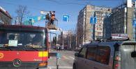 Установка дорожных знаков в Бишкеке в рамках проекта Безопасный город
