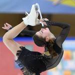 Анастасия Гулякова выступает в короткой программе женского одиночного катания финала кубка