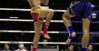 Кикбоксеры во время соревнований по тайскому боксу. Архивное фото