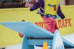 Девочка занимается сноубордингом. Архивное фото