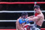 Спортсмены во время боя на международном турнире по кикбоксингу Max Pro K1 во Дворце спорта имени Кожомкула в Бишкеке