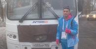 Кыргызстанец Шохрух Илхамжан уулу работающий кондуктором в Красноярске