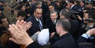 Президент Узбекистана Шавкат Мирзиёев во время встречи с жителями Туракурганского района