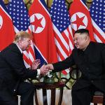 АКШнын президенти Дональд Трамп менен Түндүк Кореянын лидери Ким Чен Ын Вьетнамдын Ханой шаарында жолукту. Алар 2,5 сааттай сүйлөштү.