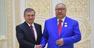 Өзбекстандын президенти Шавкат Мирзиёев бизнесмен Алишер Усманов менен жолугушуу учурунда