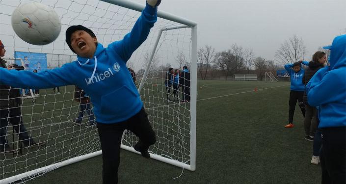 Бишкекте Аялдардын эл аралык майрамы менен Аялдардын футбол күнүнө карата Мени менен ойно. Футболдо баары бирдей аттуу фестиваль өттү.