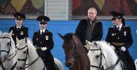 Президент РФ Владимир Путин во время посещения 1-го оперативного полка полиции ГУ МВД РФ по городу Москве.