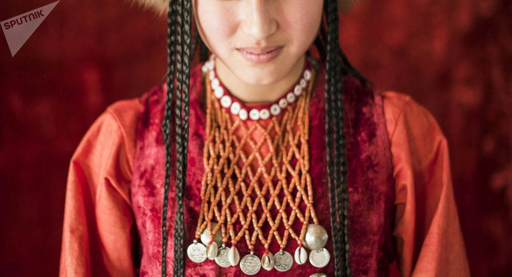 Работа в москве девушкам из киргизии вакансии вокалистка киев
