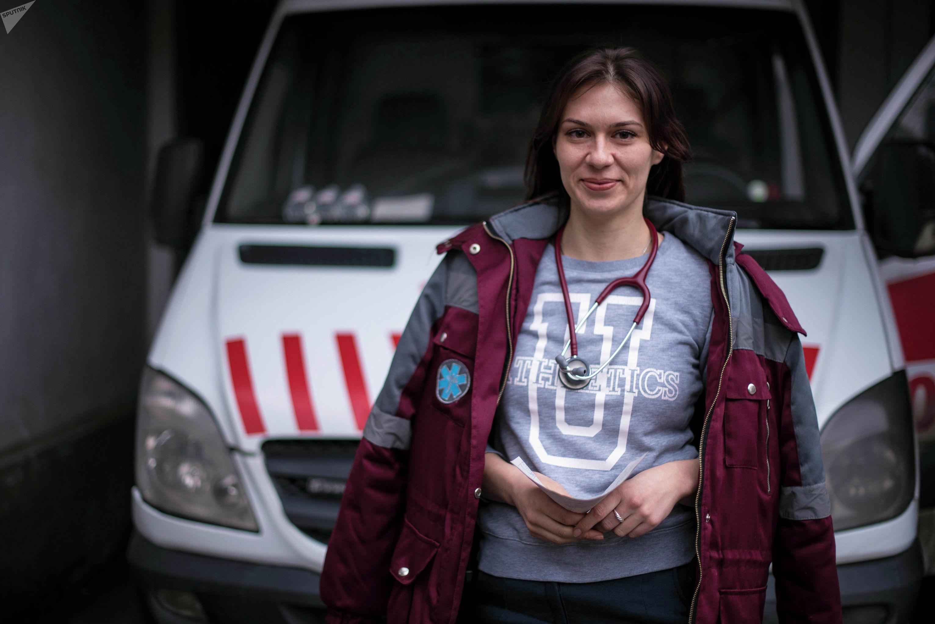 Сотрудник столичной скорой помощи Юлия Грехова