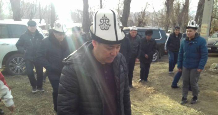 По словам родных, его отпустили в ночь на 9 марта, а утром Жапаров уже был в родном село Кен-Суу Тюпского района Иссык-Кульской области