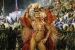 Участница Juliana Paes из школы Grande Rio Samba на карнавале в Рио-де-Жанейро, Бразилия