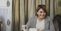 Циркачка Светлана Аширова во время интервью. Архивное фото