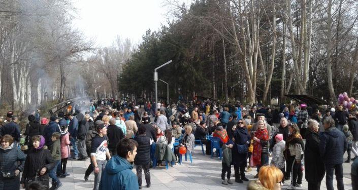 В Карагачевой роще Бишкека прошли народные гулянья, посвященные проводам зимы