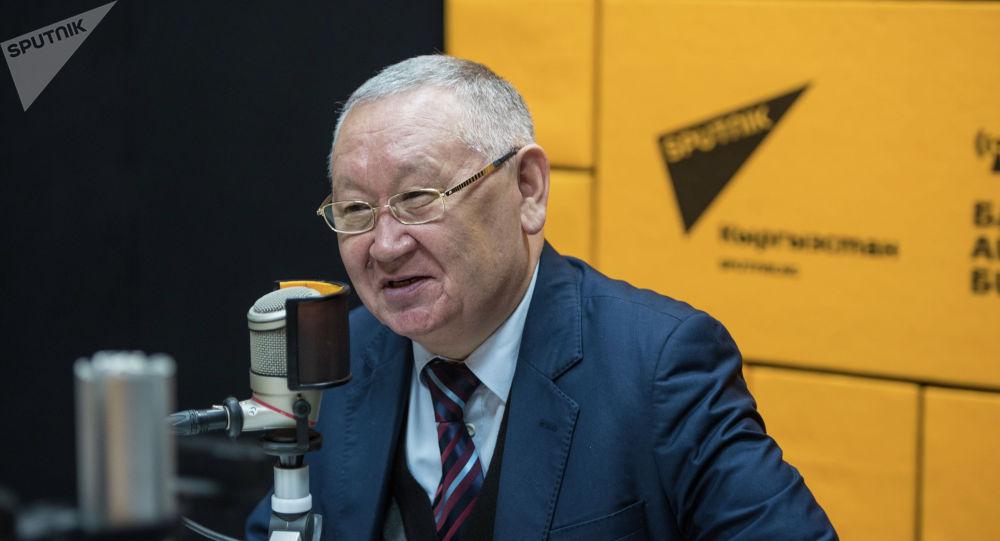 Жусуп Баласагын атындагы улуттук университетинин профессору Каныбек Осмоналиев