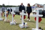 АКШ президенти Дональд Трамп жубайы Меланья Трамп менен Алабамага барганда