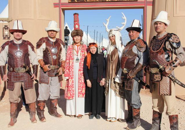 Участники фестиваля Camel Fest в Саудовской Аравии