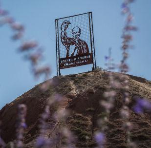 В селе Каджи-Сай находится одно из крупнейших захоронений радиоактивных отходов. Их объем сопоставим с 18-этажным домом!