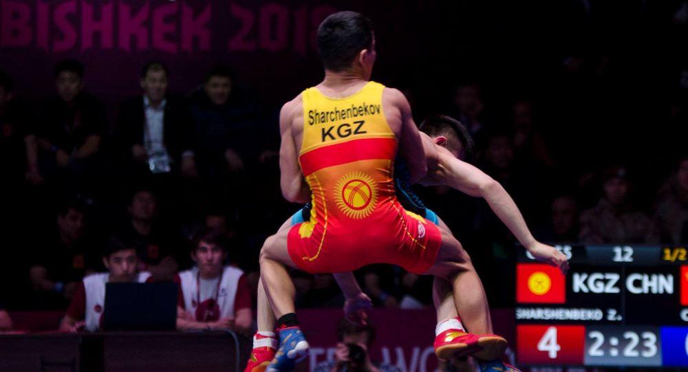Борец греко-римского стиля Жоламан Шаршенбеков (весовая категория до 55 килограммов)долел соперника из Китая Лигуо Као в Чемпионате Азии по спортивной борьбе.