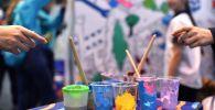 Краски для рисования. Архивное фото