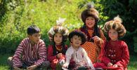 Дети в национальной одежде. Архивное фото