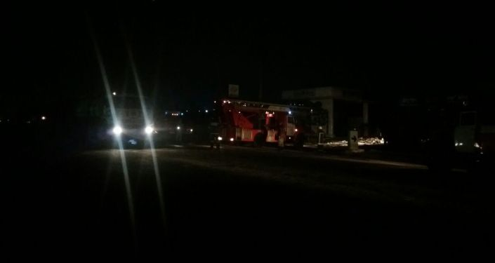Пожарный расчет на месте взрыва на АЗС в городе Ош