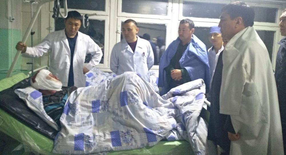 Пострадавший во время взрыва на АЗС в городе Ош