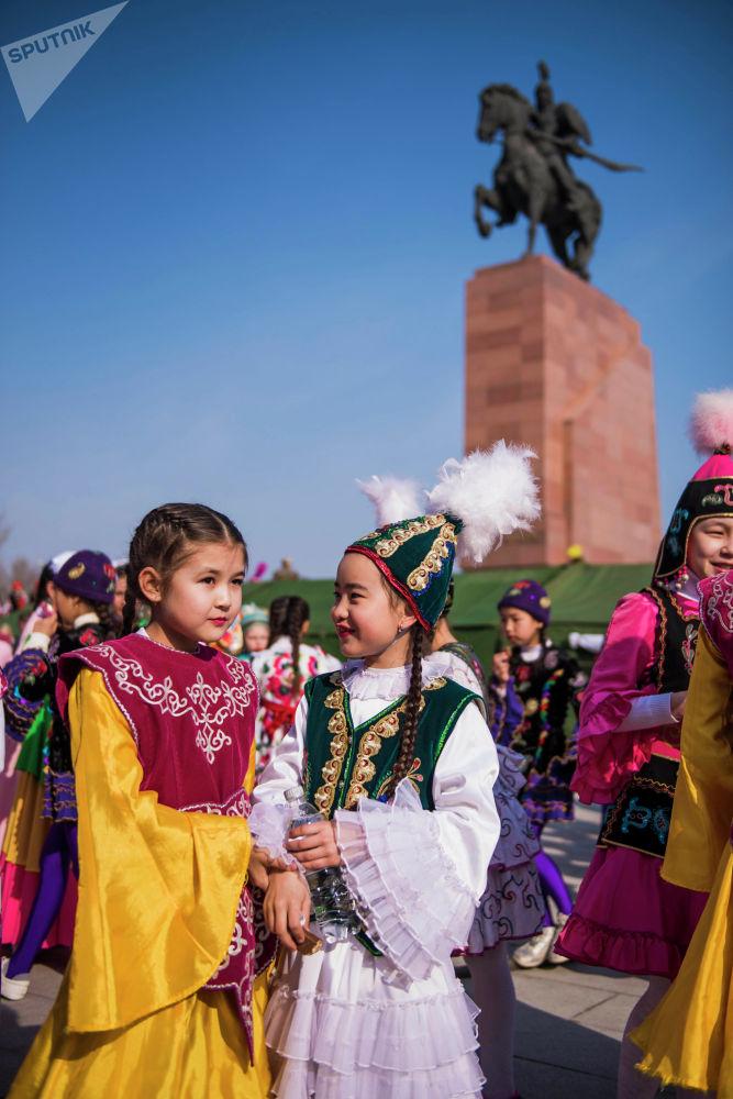 Бишкектеги чыгармачыл топтор өз өнөрлөрүн көрсөттү