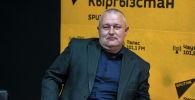 Доцент кафедры журналистики КРСУ, философ, политолог, историк Виталий Панков