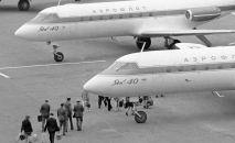 Самолеты ЯК-40 в аэропорту города Ош. 1973 год