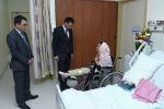 Министр культуры Азамат Жаманкулов навестил  Асланайым Аширову, которая находится в клинике города Эр Рияд