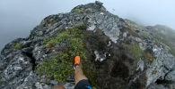 Кадры с трейлраннером Килианом Джорнетом были сняты на вершинах норвежских гор возле города Ондалснеса.