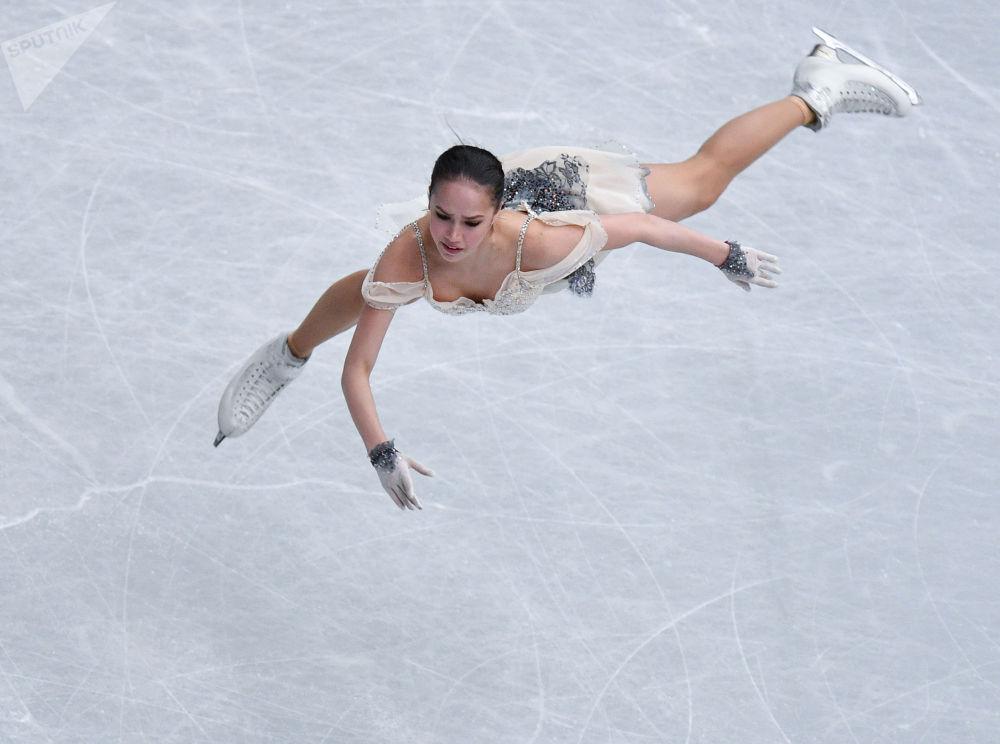 Россиялык фигурист Алина Загитова Сайтамада (Япония) өткөн көркөм муз тебүү боюнча дүйнө чемпионатына катышты. Спортчу 237,5 упай топтоп алтын тагынды