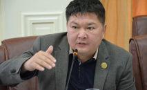 Шайлоо жана референдумдарды өткөрүү боюнча борбордук комиссиянын мүчөсү Кайрат Осмоналиев. Архив