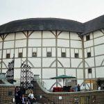 Лондондогу бул театр англиялык легендарлуу акын жана драматург Уильям Шекспирдин атынан коюлган. Азыркы абалы 1613-жылы өрттөнүп кеткен Глобустун калыбына келтирилген варианты.
