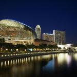 Эспланада театры - Сингапурдун маданий ордосу. Уникалдуу бул жайда спектаклдер, мюзикл коюлуп, дүйнөнүн белгилүү сүрөтчүлөрүнүн көргөзмөсү, конференциялар өтөт