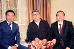 Маданият министри Азамат Жаманкулов 27-мартта белгиленген Бүткүл дүйнөлүк театр күнүнө карата КР эл артисти Замирбек Сооронбаевдин үйүнө барып, акыбалын сурады