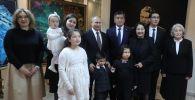 Президент КР Сооронбай Жээнбеков и президент РФ Владимир Путин посетили дом-музей им. Чынгыза Айтматова в Бишкеке