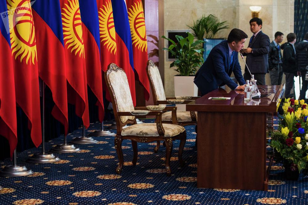 В ожидании выступления Жээнбекова и Путина по итогам встреч в узком и расширенном форматах