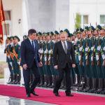 Примечательным стал момент, когда Путин поприветствовал роту почетного караула КР на кыргызском языке, сказав: Салам, аскер!