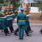 Рота почетного караула КР прошлась маршем перед президентами
