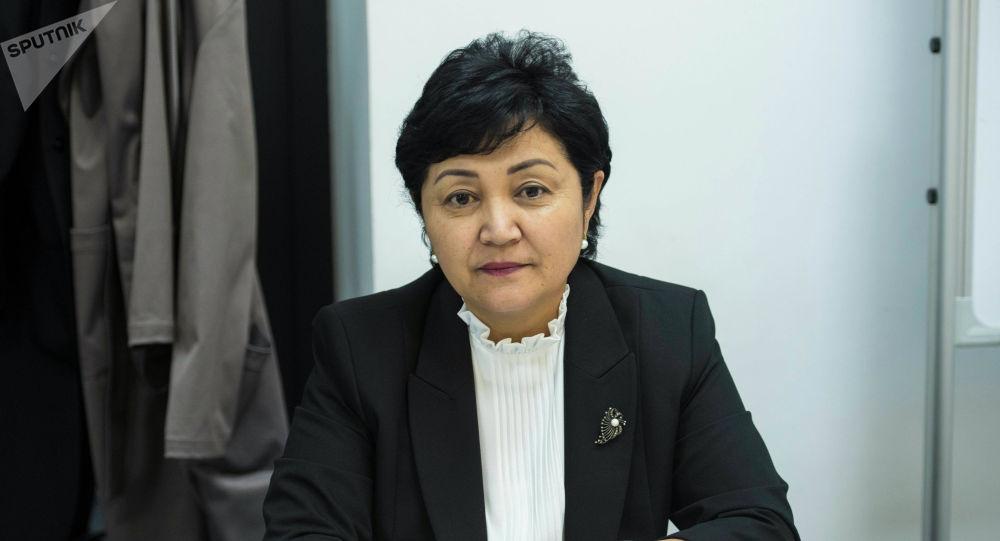Бишкек шаардык мэриясынын Билим берүүнү өнүктүрүү бөлүмүнүн башчысы Гүлмира Акматова. Архив