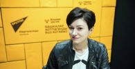 Кинобозреватель Оксана Крюкова во время беседы на радио