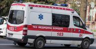 Карета скорой медицинской помощи на одной из улиц Бишкека. Архивное фото