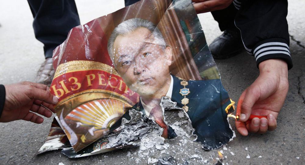 Портрет бывшего президента Курманбека Бакиева. Архивное фото